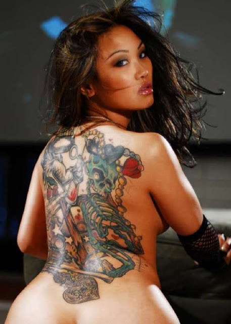 Back skull tattoo women sexy tattoo love for Nude women tattoo