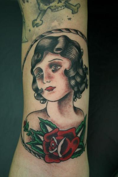 tattoo-arm-old-school-woman (1)