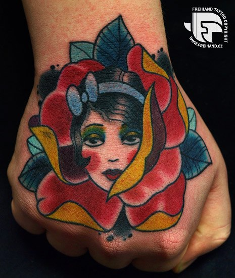 tattoo-hand-old-school-flower-woman