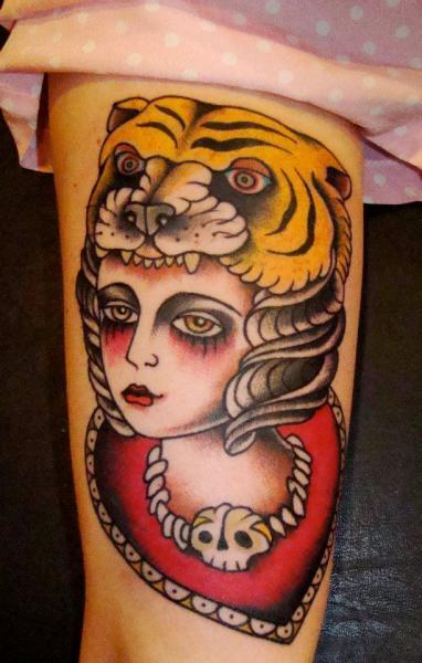 tattoo-leg-old-school-woman-tiger