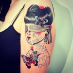 tattoo-shoulder-old-school-woman-blond-butterfly